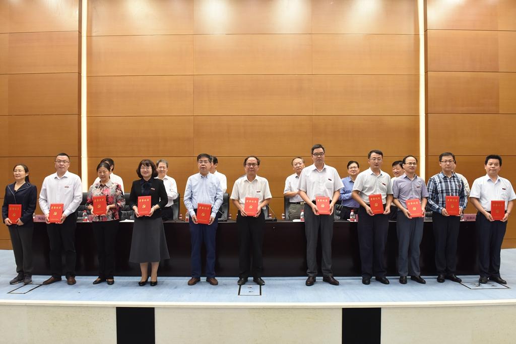 教师表彰大会_我校隆重举行庆祝教师节表彰大会